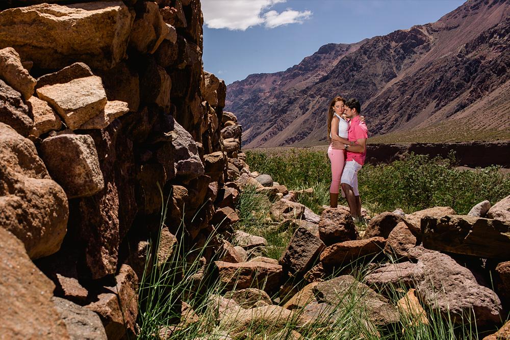 02-sesion-fotografia-previa-casamiento-novios-boda-casamento-en-mendoza-montaña-aconcagua-cerro-parque-nacional