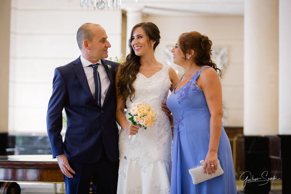 la novia antes de salir a la iglesia, imagenes espontaneas y emotivas