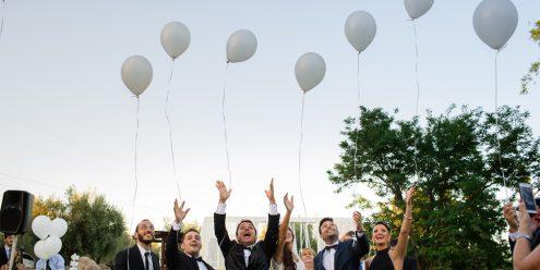 casamiento en el salon terra oliva, ceremonia civil al aire libre, suelta de globos