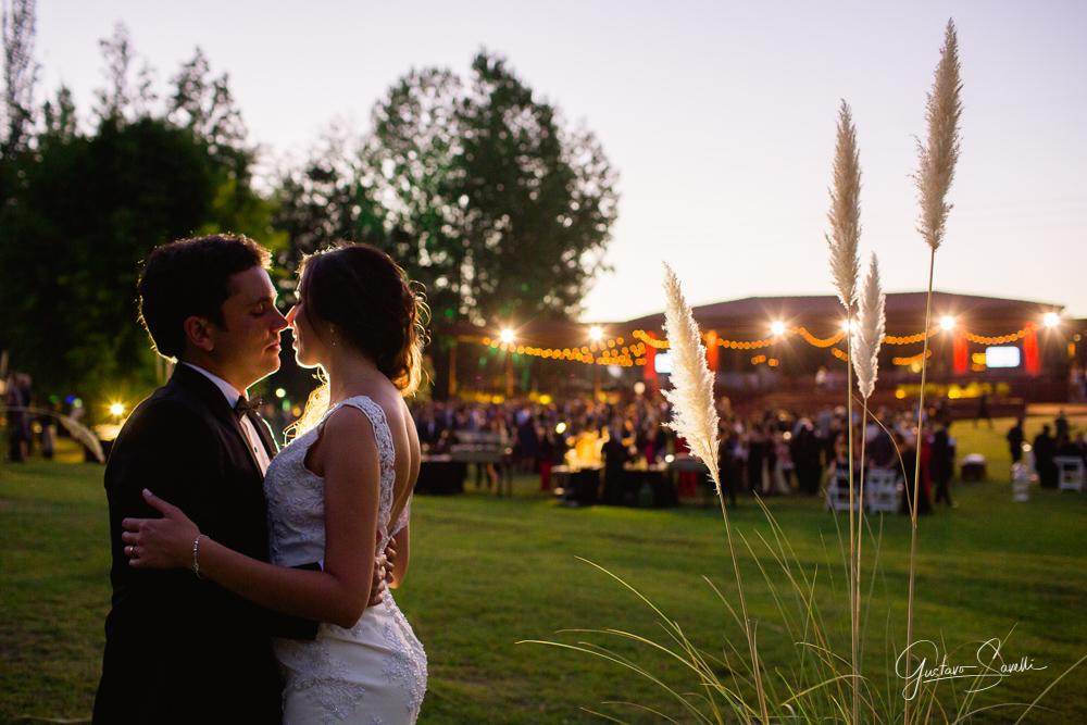 casamiento en el salon terra oliva, sesion de novios, boda carla y leo