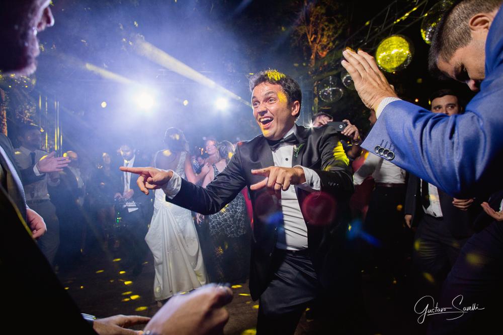 casamiento en terra oliva, fotos espontaneas, naturales y divertidas de la boda de leo y carlita