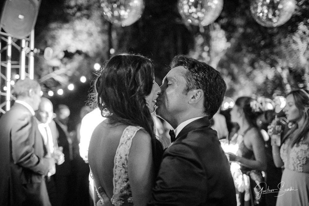casamiento en terra oliva, fotos espontaneas, naturales y divertidas de la fiesta de boda de leo y carlita